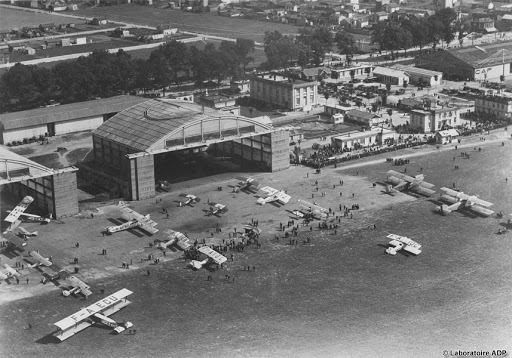 First commercial airports near Paris